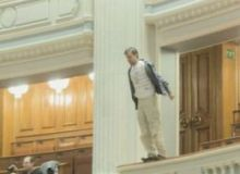 Momentul in care Adrian Sobaru s-a aruncat de la balcon/Mediafax.