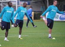 Denis Alibec (dreapta), alaturi de Eto'o si Muntary la antrenamentele Interului / inter.theoffside.com