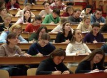 Cei peste 100.000 de tineri trebuie sa completeze online un chestionar/sxc.hu.