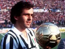 Michel Platini a castigat Balonul de Aur in 1983, 1984 si 1985