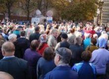 Protestatarii l-au huiduit pe presedintele Basescu.260x500x0resized.jpg
