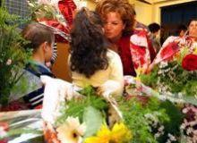 Profesorii care primesc buchete de flori pot fi acuzati de luare de mita/smartwoman.hotnews.ro