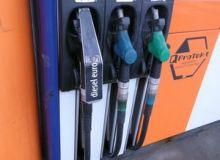Benzina, mai scumpa la pompa cu 9 bani/litru