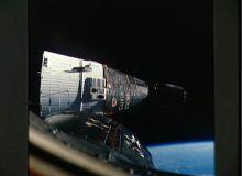 Capsulele Gemini zburand in formatie