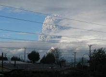 Eruptia vulcanului a provocat o explozie care a dus la formarea unei coloane de gaze cu o inaltime de circa 10 kilometri