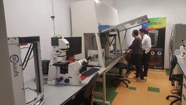 Prima bio-imprimantă 3D din România, care va printa rinichi sau ficat, realizată la Timişoara