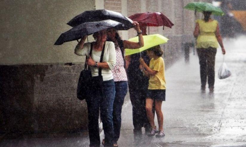 ANM: Informare meteo de ploi torențiale și vijelii în toată țara, până marți dimineața