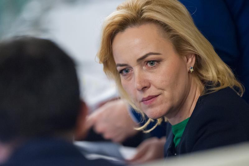 Ministrul de Interne Carmen Dan, amenințat cu plângerea penală