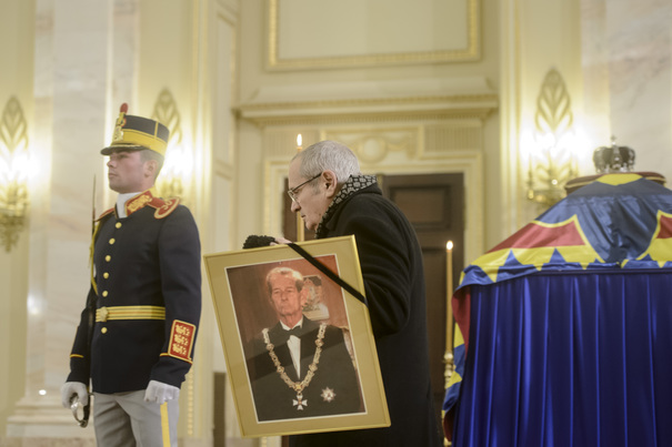 România, în doliu naţional. Catafalcul Majestăţii Sale este depus la Palatul Regal, până sâmbătă