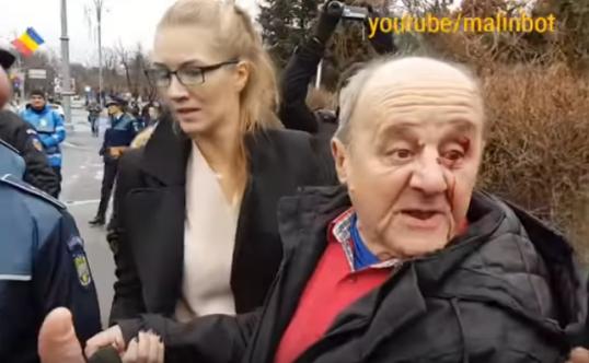 Unde a lucrat protestatarul care l-a lovit pe bătrânul de 71 de ani