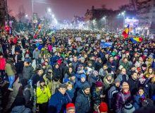 Protest_against_corruption_-_Bucharest_2017_-_Piata_Universitatii_-_5-768x509.jpg