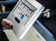 suport-tableta-securizata-cu-picior-prindere-perete-sts030_1_574_lg.jpg