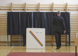 Așteptându-l-pe-Klaus...-alegeri-prezidentiale-Iohannis-Q-Magazine.jpg