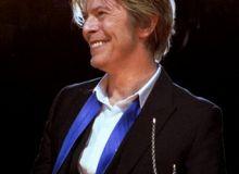 David-Bowie_Chicago_2002-08-08_photoby_Adam-Bielawski-cropped.jpg