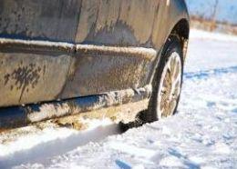 Traficul se desfasoara cu dificultate in mai multe zone din tara din cauza ninsorilor abundente
