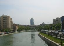Pe Dambovita vor fi montate panourile plutitoare, amenajate cu iarba sau iedera/wikipedia.org