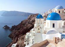 In Insula Santorini, un pachet de o saptamana la trei stele cu mic dejun poate fi cumparat cu 165 euro/persoana