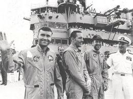 Echipajul Apollo13 la revenirea pe Pamant