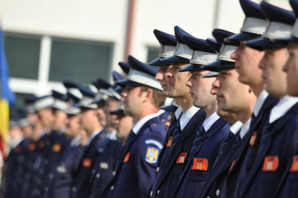 Polițiștii vor avea salarii mai MARI! Precizări despre dotările acestora