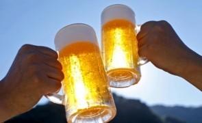 INS: Românii, mari amatori de BERE. Consumul, în creştere cu 5% faţă de anul trecut