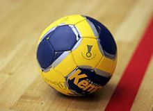 220px-Handball_the_ball.jpg