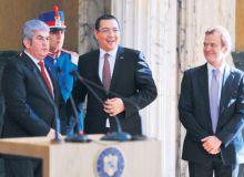 Gabriel+Oprea+%C8%99i+Victor+Ponta+au+creat+o+comisie+care+prelua+din+atribu%C8%9Biile+Consiliului+Suprem+de+Ap%C4%83rare+a+%C8%9A%C4%83rii_645945.jpg