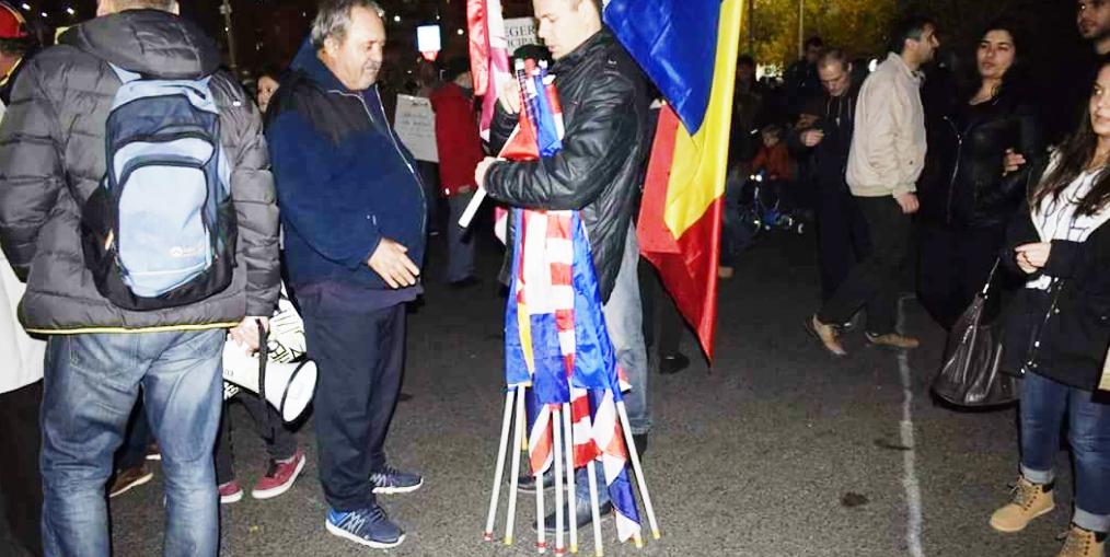 Cine a fost responsabil cu împărţirea steagurilor la mitingul de duminică