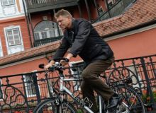 iohannis-bicicleta-465x390.jpg