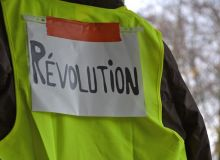 yellow-vests-3854259-1920.jpg