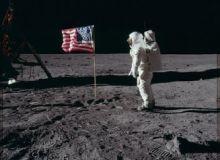 Fotografii-uimitoare-cu-primii-oameni-care-au-pasit-pe-Luna--la-49-de-ani-de-la-aselenizare.jpg