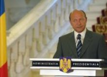 Presedintele Basescu sustine o declaratie de presa.jpg