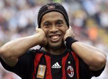 Ronaldinho / football-wallpapers.com