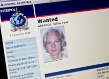 Julian Assange, retinut in prezent pentru acuzatii de infractiuni sexuale, ar putea fi judecat in SUA si pentru spionaj / washingtonpost.com