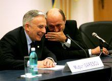 Traian Basescu si Mugur Isarescu/Mediafax