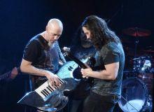 Jordan Rudess (clape) si John Petrucci (chitara) de la Dream Theater/last.fm