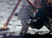Neil Armstrong pe Luna