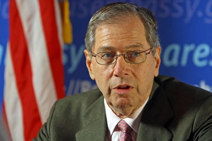 Plângere penală la DNA împotriva fostului ambasador SUA la București, Mark Gitenstein