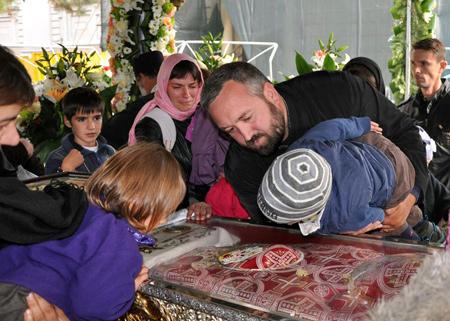 Iași: Peste 19.000 de pelerini s-au închinat la racla Sf. Parascheva, de la începutul pelerinajului