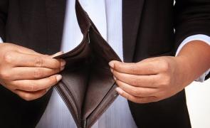 Analiză DURĂ a analiştilor de la Bloomberg: Românii rămân SĂRACI, în ciuda unei creşterii economice