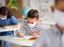 A-început-anul-școlar-în-România.-La-ce-școli-merg-deja-elevii-români-și-cum-decurg-orele-840x500.jpg