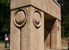 Poarta Sarutului de Constantin Brancusi/Wikipedia