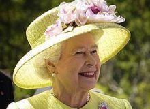 Elizabeth_II / wikipedia
