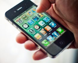 iPhone 4 a intrat si in oferta Cosmote si Vodafone