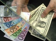 Leul castiga teren in raport cu euro si dolarul american