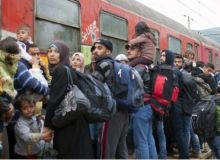 migrants_and_train_jpg_size_xxlarge_letterbox_70215700.jpg