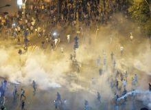 gaze-lacrimogene-miting-diaspora-mediafax-foto-andreea-alexandru.jpg