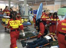 Pompieri-SMURD-asistenta-pe-podeaua-spitalului-SEISM-2018.jpg