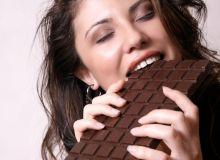femeie_ciocolata_mancare_shutterstock_98362.jpg