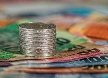 cum-sa-faci-bani-sfatulparintilor.ro-pixabay_com-coins-1726618_1920-1400x850.jpg