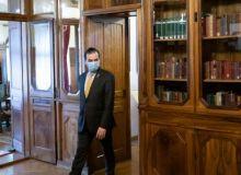 ce-amenda-risca-premierul-ludovic-orban-dupa-ce-a-fumat-in-biroul-sau-18710702.jpg